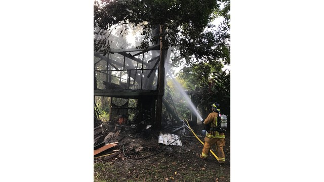 Firefighters extinguish treehouse fire in Wainiha