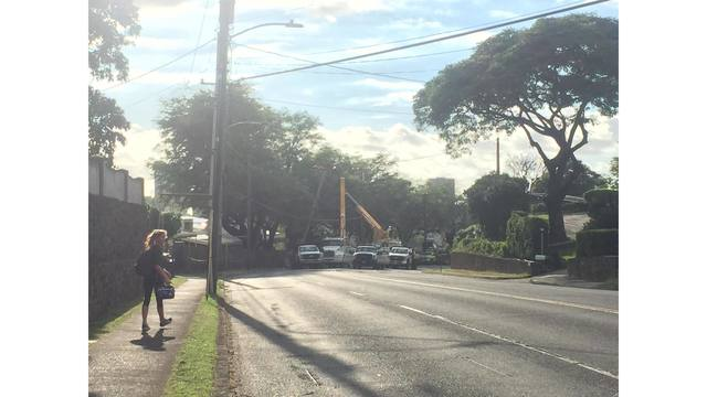 Busy Manoa road reopens after three-hour closure