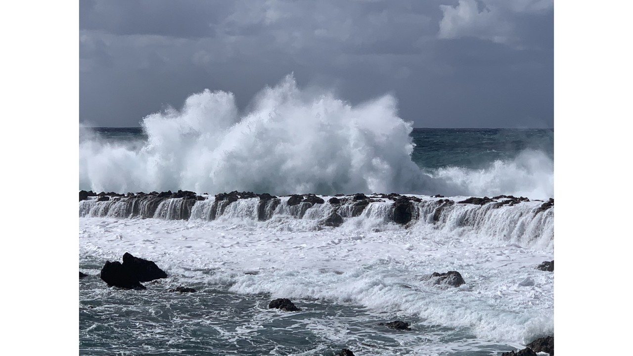 High surf advisory for north facing shores of Molokai and Maui until 6 p.m. Saturday